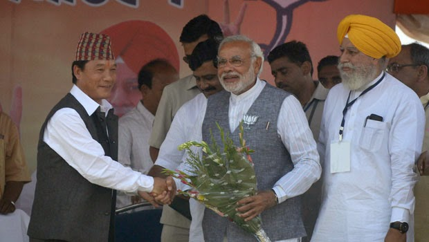 GJM chief with Narendra Modi and S.S. Ahluwalia before election during Modi's Siliguri visit