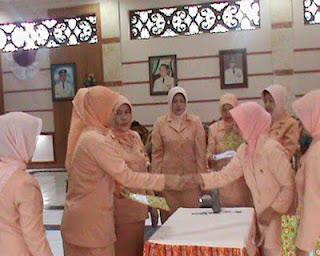 72 Orang Anak Dapat Bantuan Dharma Wanita
