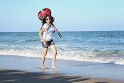 Actress Poonam Kaur latest Hot Photos at Beach-thumbnail-9