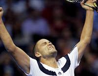 TENIS-Youzhny se deshace de Ferrer en Valencia. Del Potro acaba con Federer