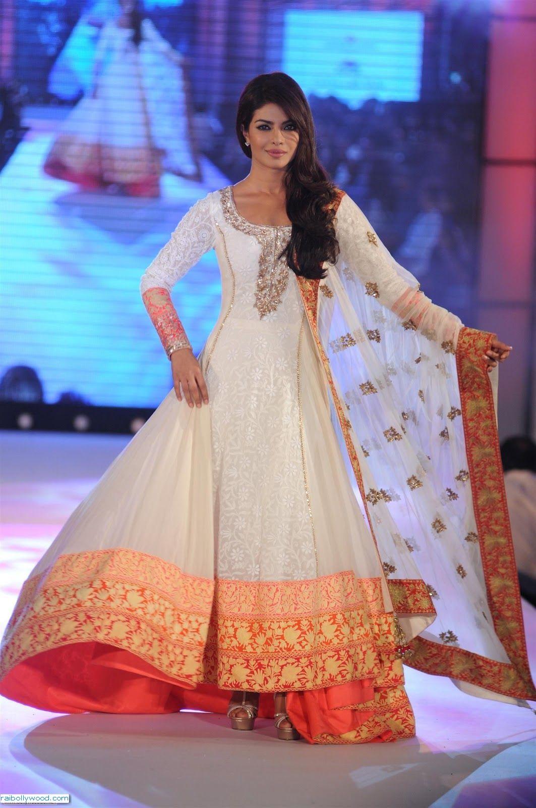 Priyanka chopra gorgeous ramp walk pics bollywood pictures