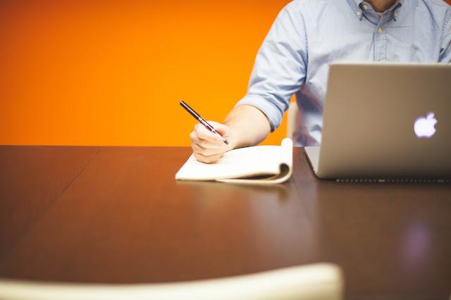 Tips Meningkatkan Kemampuan Menulis Paling Efektif dan Efisien