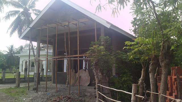 gedung PKK tampak samping depan Gampong Meunasah Raya Krueng Kec. Peukan Baro Kab. Pidie - Aceh