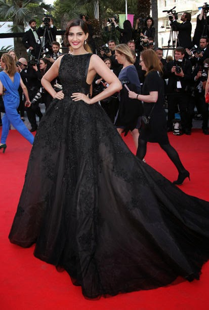 Sonam Kapoor on the Cannes red carpet 2014 Latest Unseen HD Wallpapers