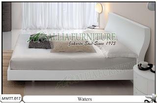 Tempat tidur desain minimalis modern Waters