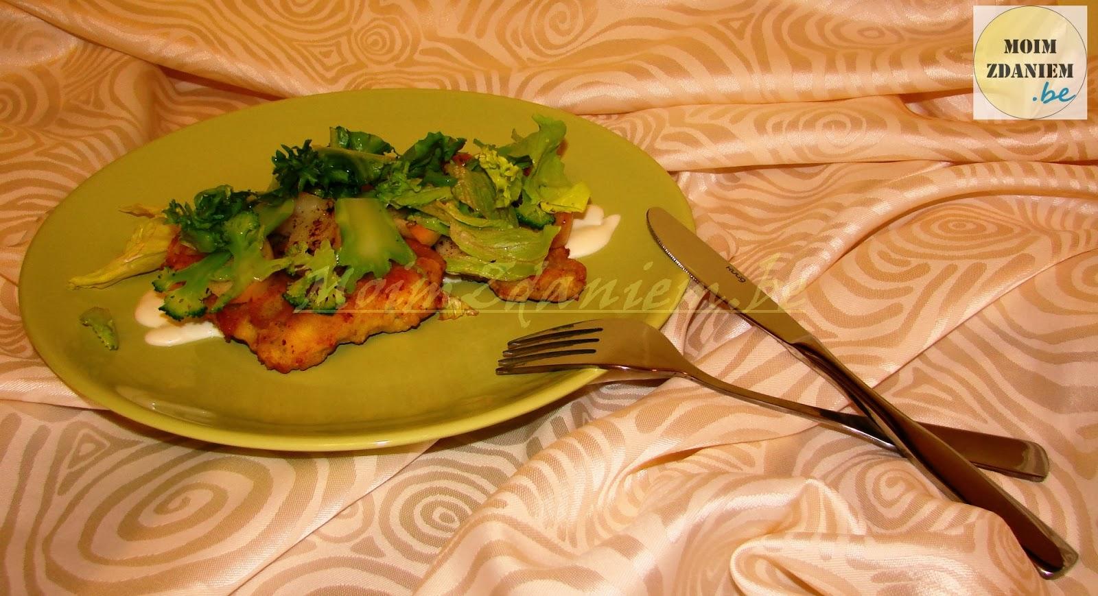 dorsz panierowany z jabłkami i brokułami