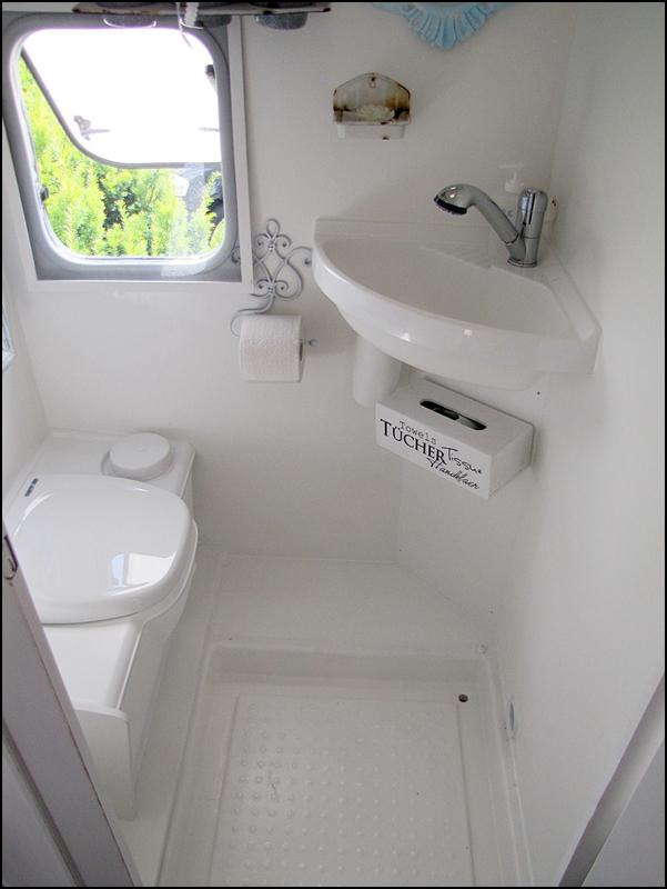 Caldeir o de caraminholas home sweet motorhome for Travel trailer bathroom ideas