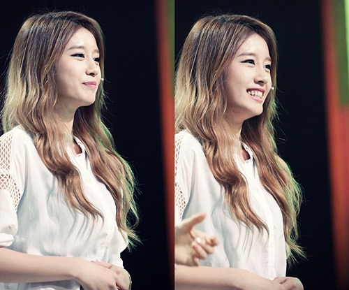 JIYEON Elegant and Beauty Smile Photos
