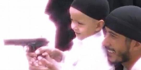 Anggota Al-Qaidah Ajarkan Anak Mereka Menembak Sejak Balita