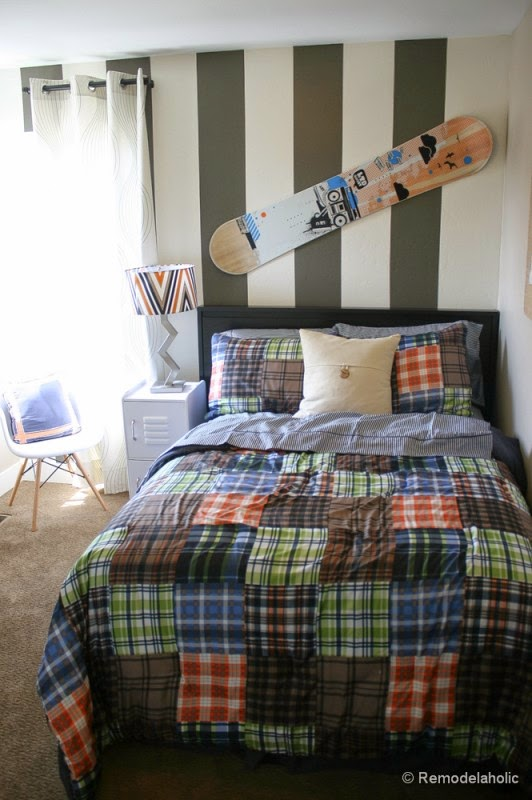 Strip abu-abu untuk kamar tidur anak laki-laki