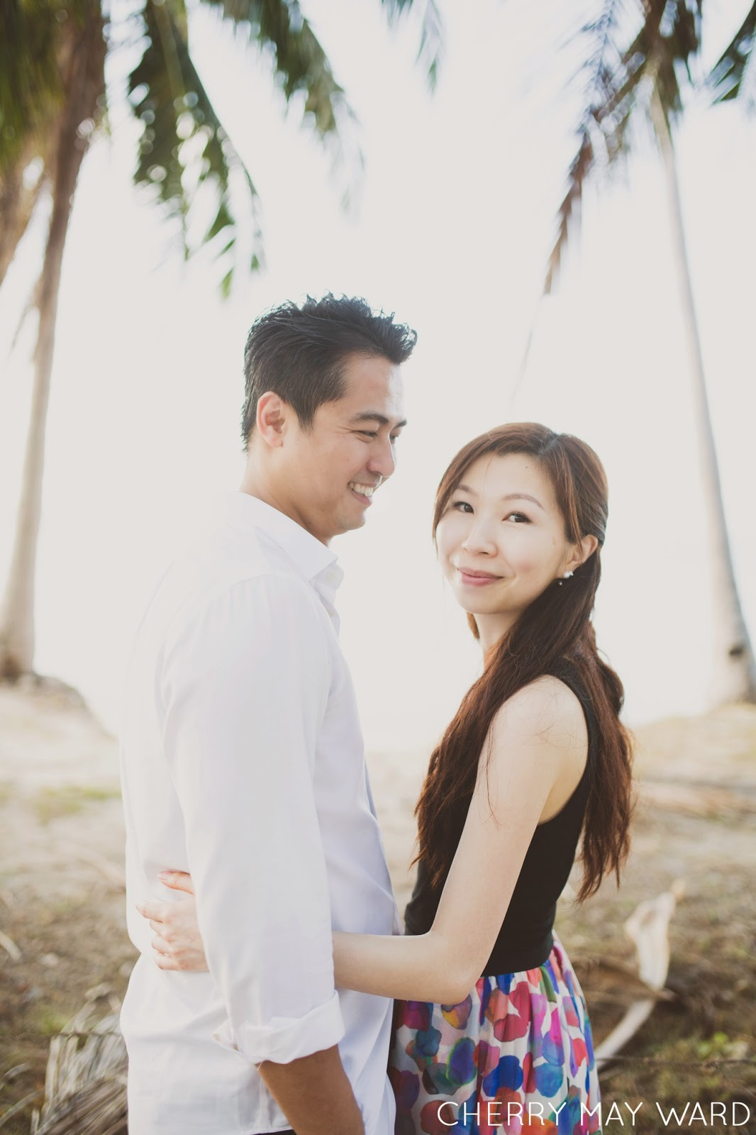sunset photo session on Koh Samui, Ban Tai beach, palm trees and sunset, happy couple hugging, Thailand wedding photographer