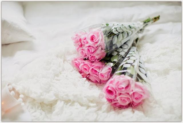 Art Symphony: White bedroom, Pink roses