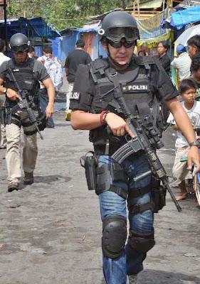 Densus 88 Tangkap Terduga Teroris Kelompok Abu Roban