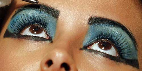sombras azules para un maquillaje egipcio