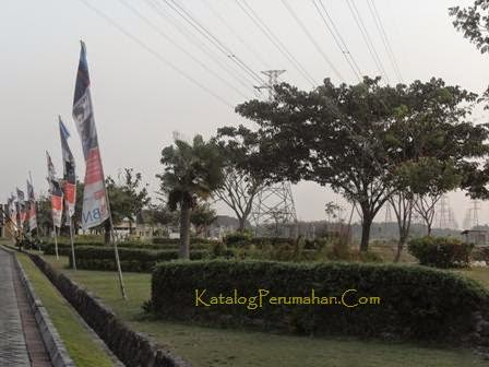 Taman samping Taman Wisata Regency
