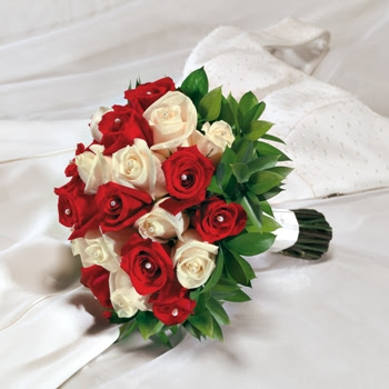 White And Red Roses Bouquet A Wedding Addict: Red ...