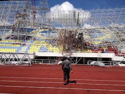 KUALA TERENGGANU 20 FEB: Stadium Sultan Mizan Kuala Terengganu runtuh