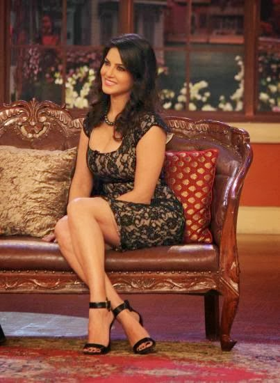 http://2.bp.blogspot.com/-ndWG1ZKENrM/Uxdb2cD2QII/AAAAAAAAmFM/hCrRk9FosRo/s1600/Sunny+Leone+at+Comedy+Nights+with+Kapil+for+Ragini+MMS+2+Promotion+(4).jpg