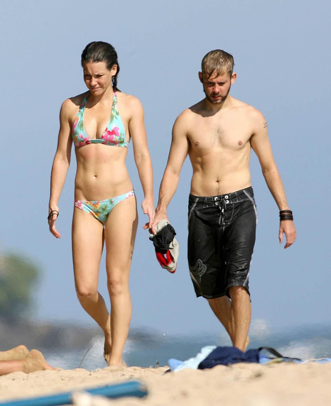 http://2.bp.blogspot.com/-ndYniAY32zM/T7lF4p6vWnI/AAAAAAAAFoo/VUiAItHAq6Y/s1600/evangeline_lilly_bikini_surf_2_big.jpg
