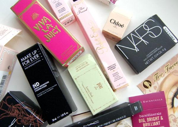 DIY - Quadro decorado com embalagens de cosméticos - faça você mesmo - decoração - cantinho de maquiagem - do it yourself