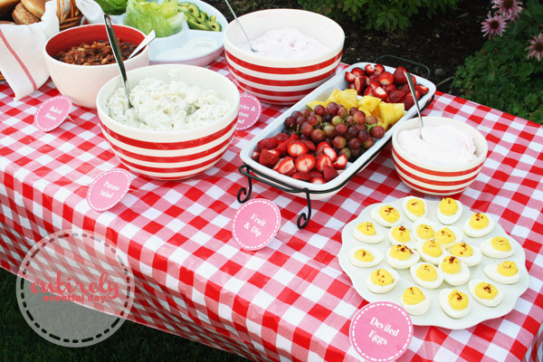 Red and white retro barbecue party ideas entirely for Decoration retro cuisine