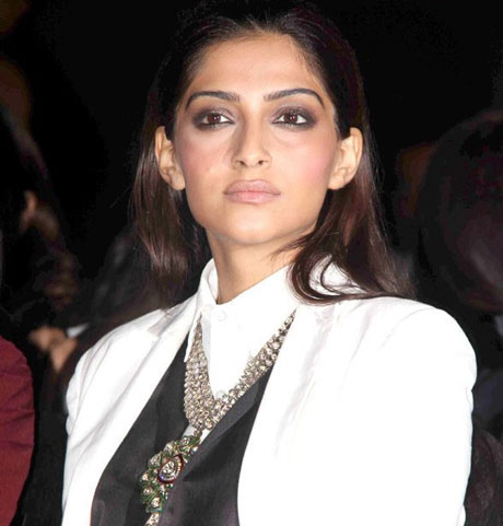 Sexy Sonam Kapoor Hot Style  Lakme Fashion Week 2011