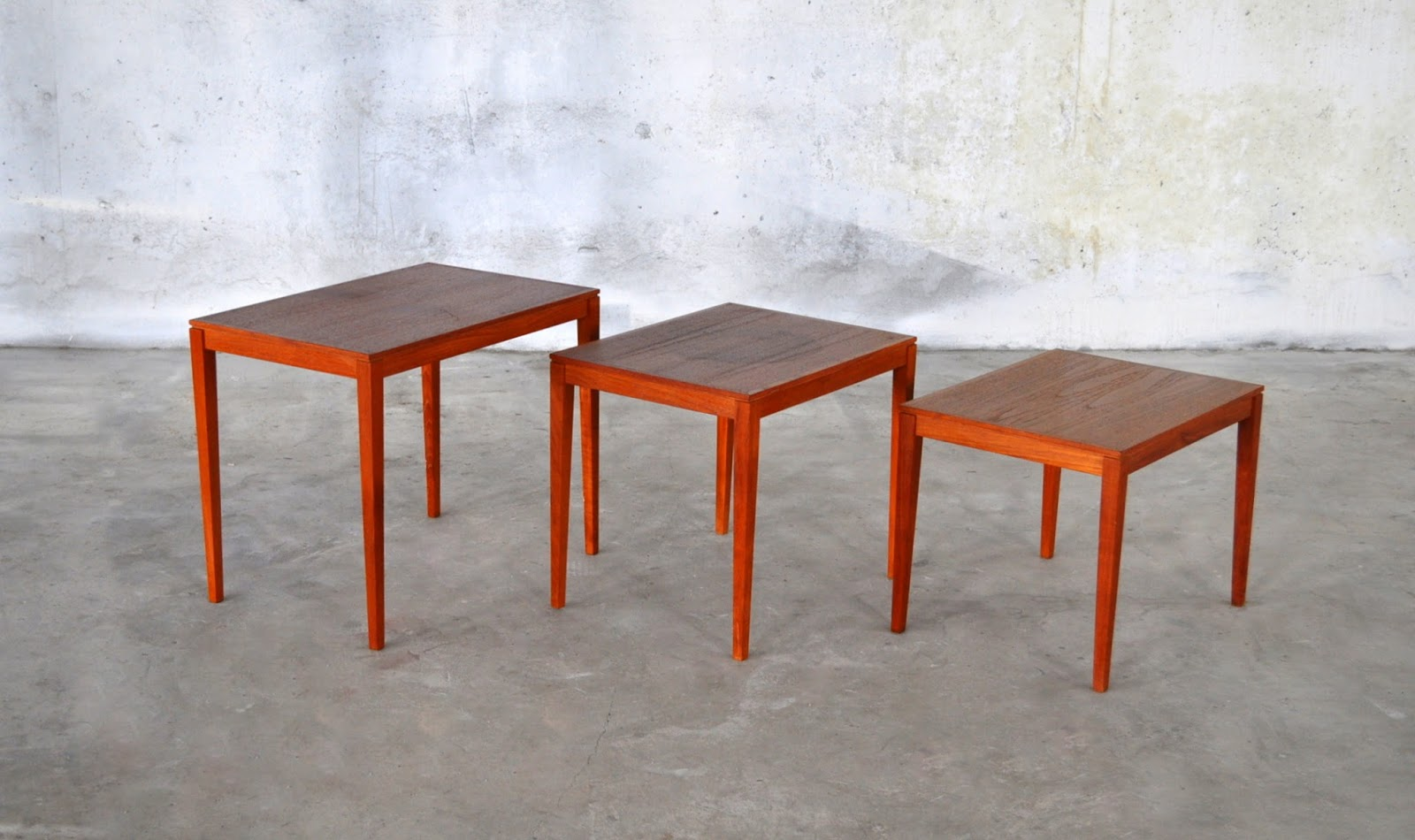 Excellent Danish Modern Nesting Tables 1600 x 950 · 169 kB · jpeg