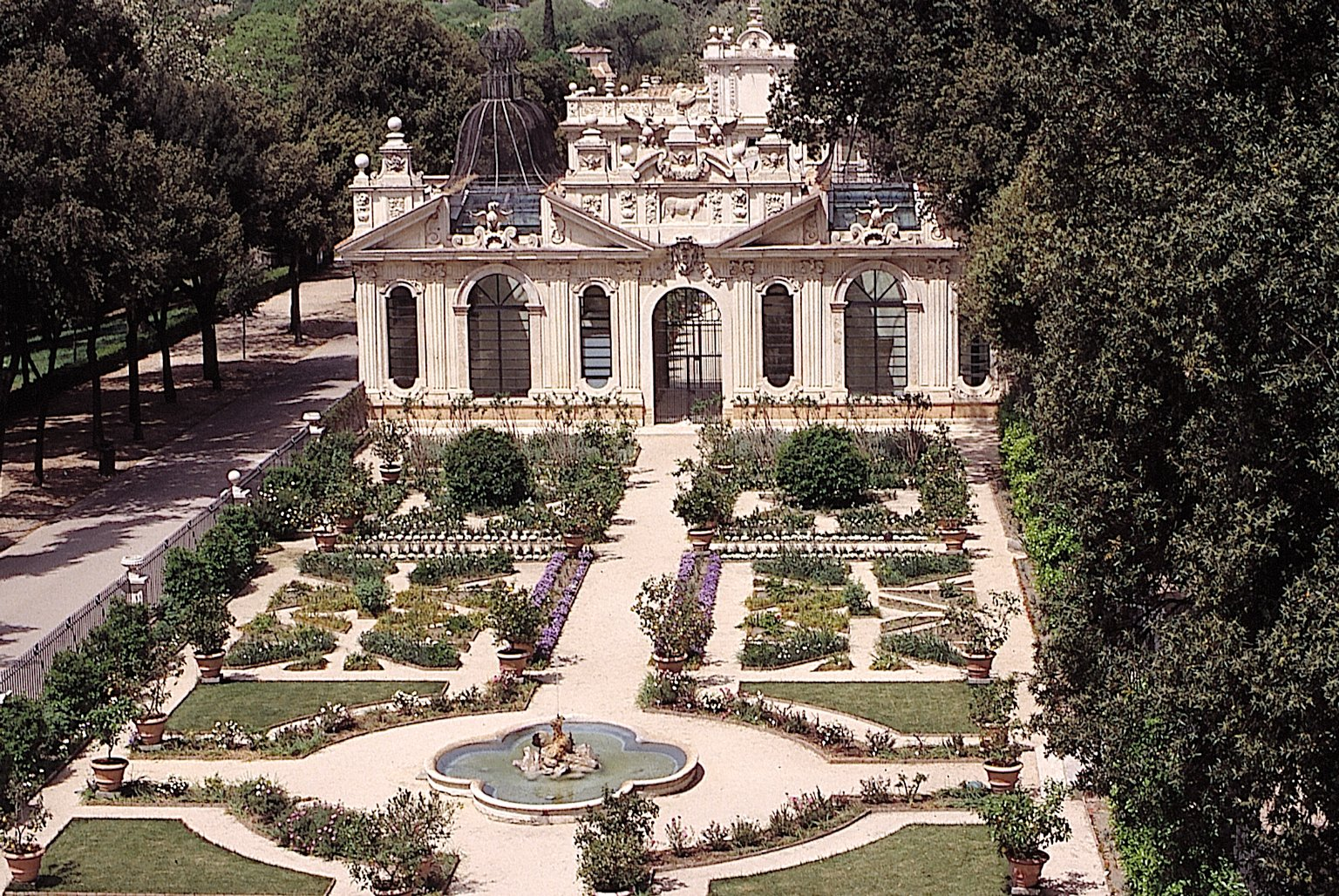 The borghese gardens the secret gardens villa borghese for Gardens and villa