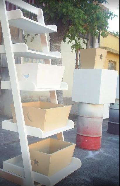 Muebles de bebe repisa escalera for Repisas para escaleras