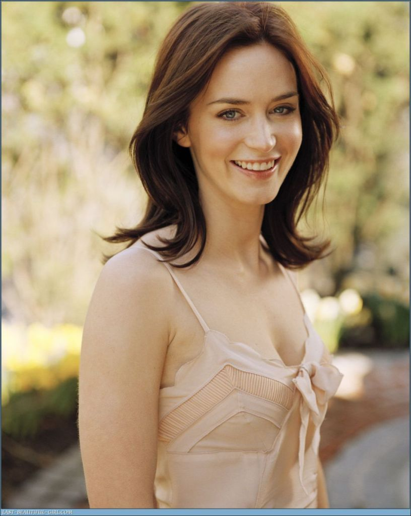 Fresh Look Hairstyles: Emily Blunt Fresh Hairstyles (02)
