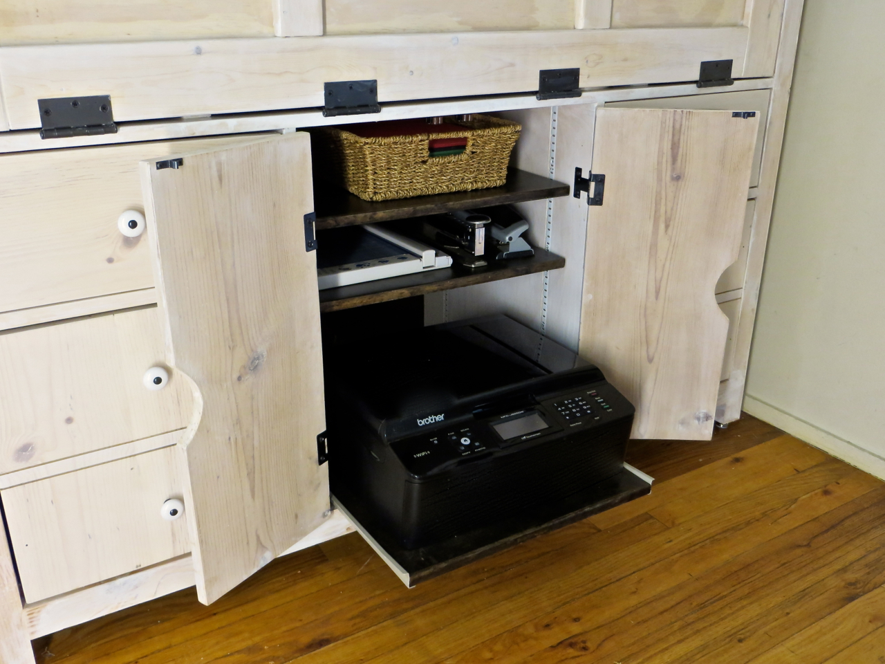 hutch desk reveal and building process the project lady. Black Bedroom Furniture Sets. Home Design Ideas