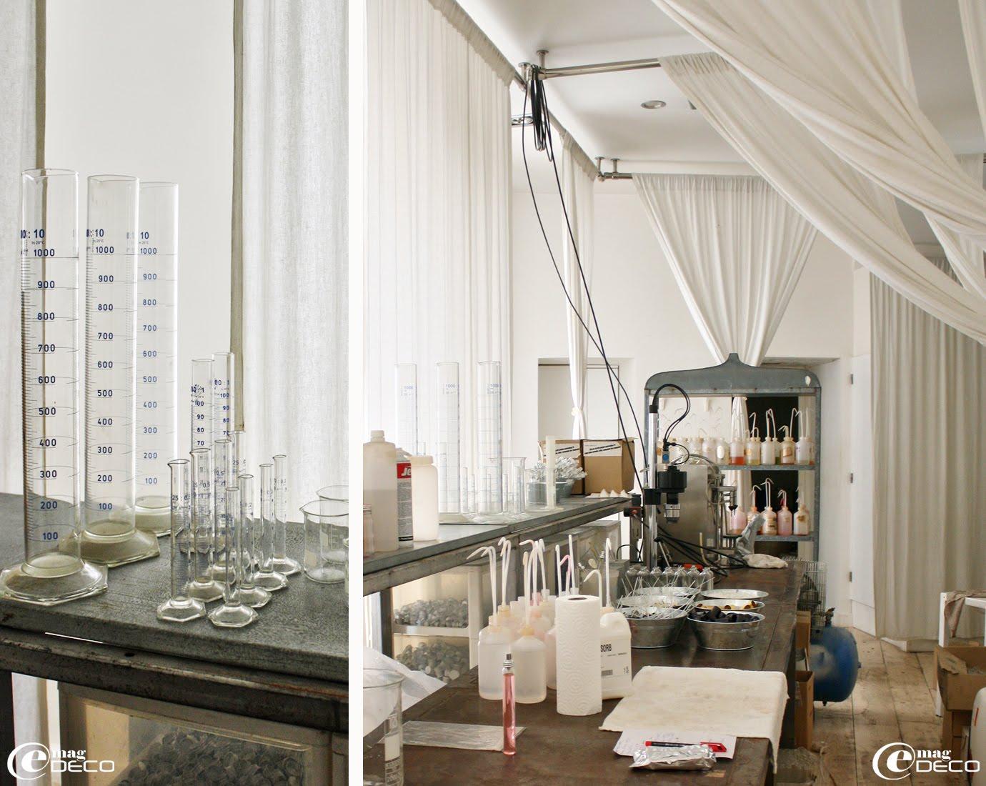 Dans son laboratoire montpelliérain, Christophe Chabaud crée ses gammes de parfums