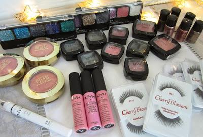 http://chroniquedunemakeupaddict.blogspot.com/2013/12/mega-haul-americain.html