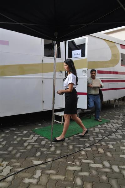 Vanity Van Of Katrina Kaif Latest Garam Go...
