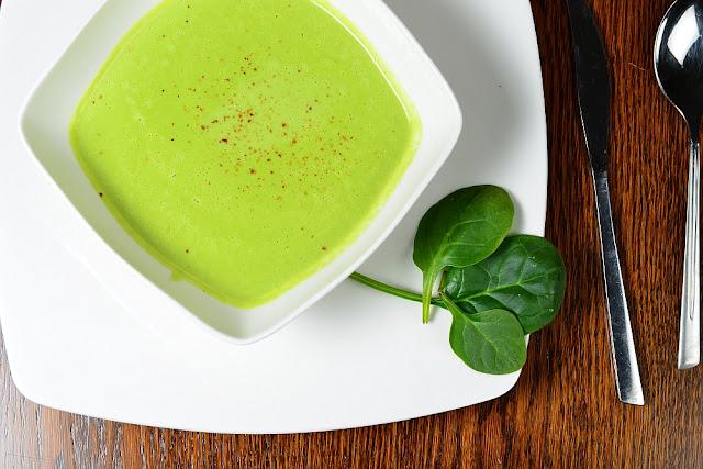 Zupa krem z groszku podany