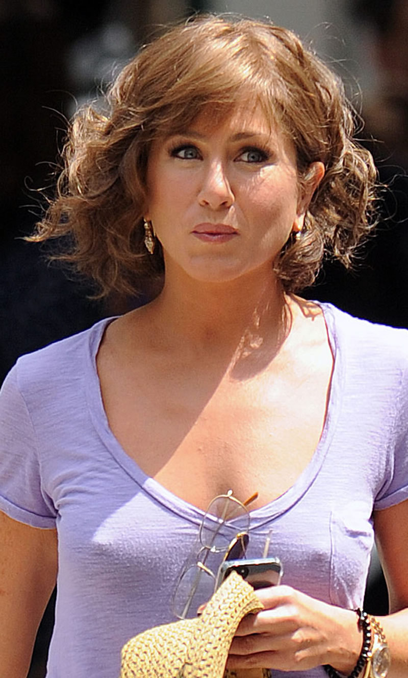 Jennifer Anistons Tits 105