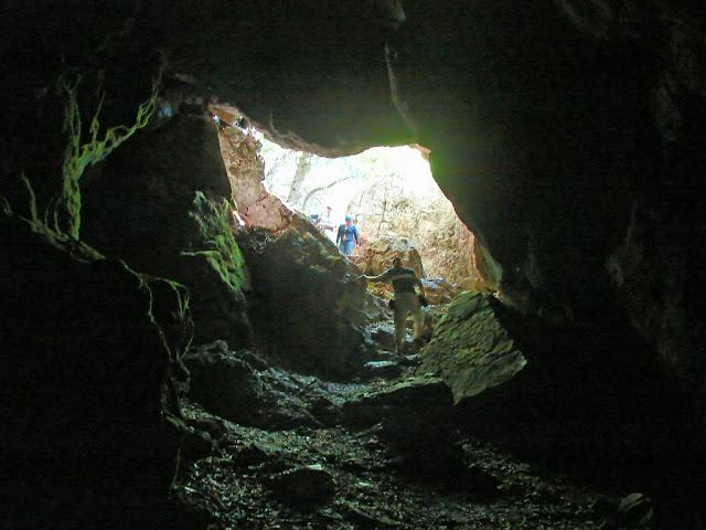 Карстовые пещеры - вход в пещеру Холодная (Суук-Коба)