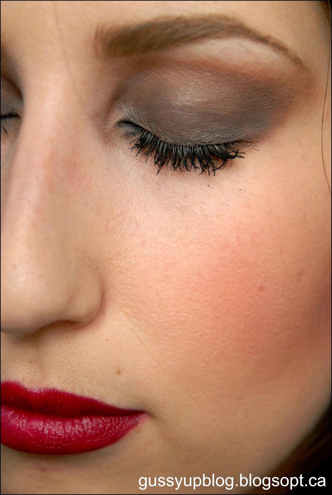 ON TREND: Modern take on 90's GRUNGE Makeup, Tutorial