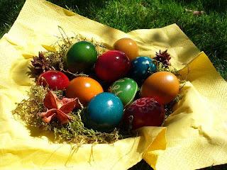 Huevos de pascua de chocolate de mil colores
