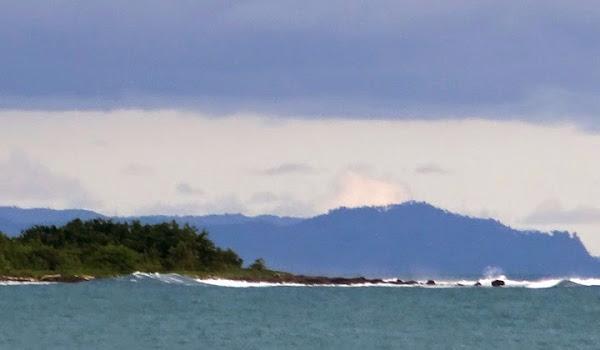 Pantai Sirombu, Nias Barat, Sumatera Utara (Gambar 1). ZonaAero