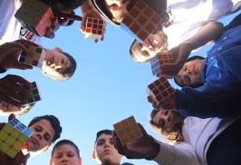 Quer aprender a resolver o cubo mágico?