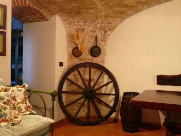 Consigli per la casa e l 39 arredamento taverna rustica for Case rustiche interni pareti