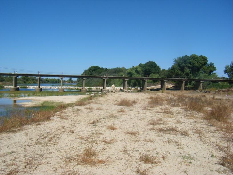 Areal, água e ponte
