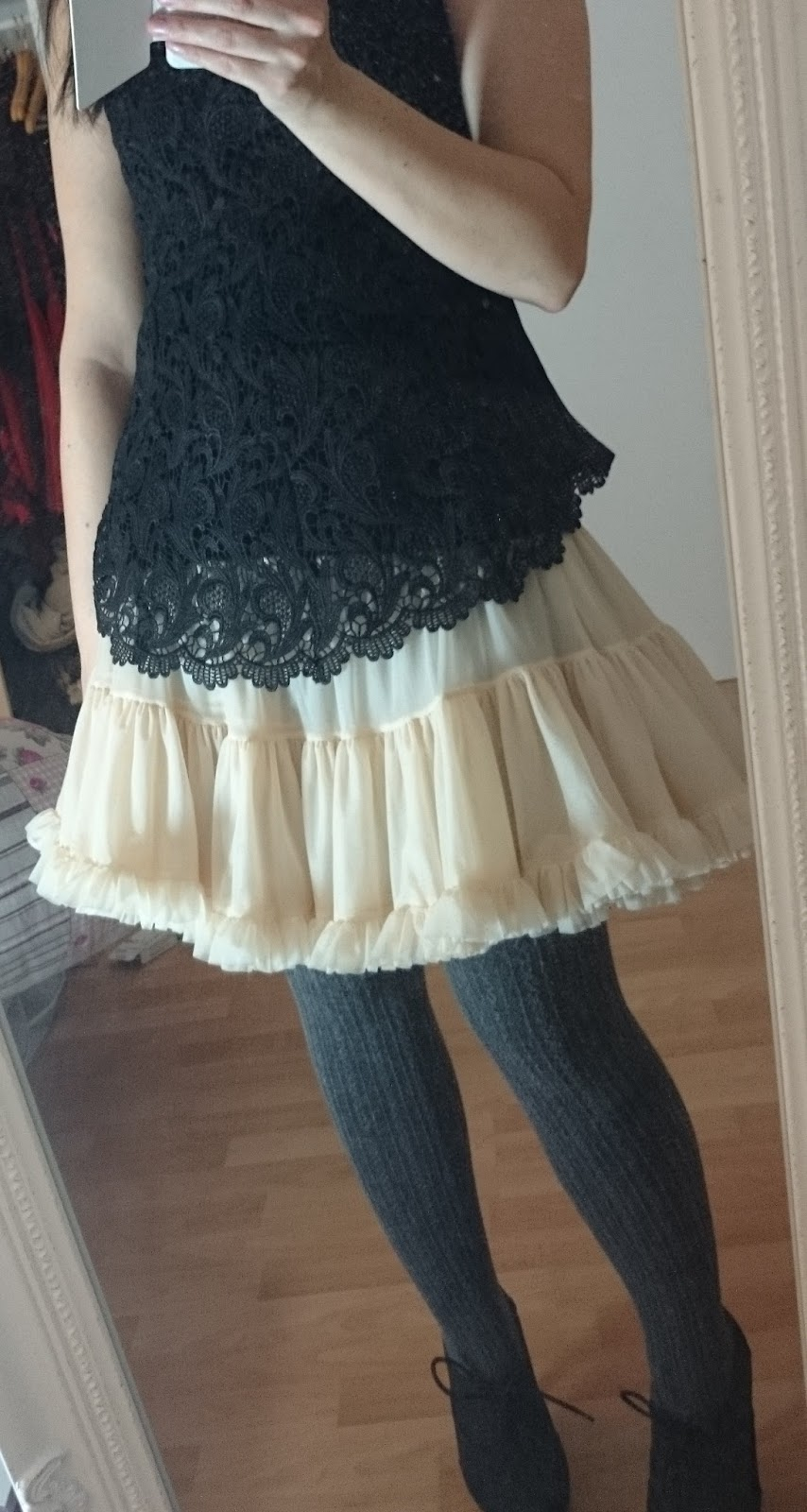 Petticoat und Strickstrumpfhose