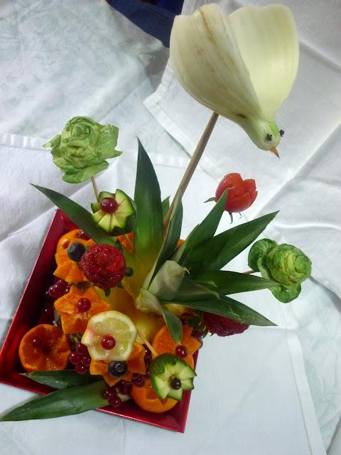 Silvi 39 s kitchen scultura di frutta vaso di fiori come for Sculture di fiori