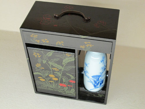 Sake flask and box