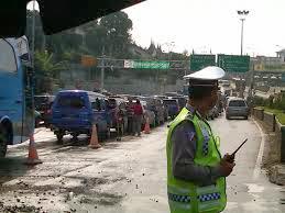 VIDEO JADWAL ARUS PUNCAK TAHUN BARU 2014 Penutupan Jalur Puncak Menjelang Tahun Baru 2014