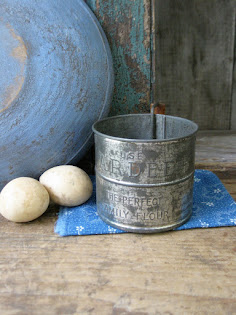 early sifter with advertising