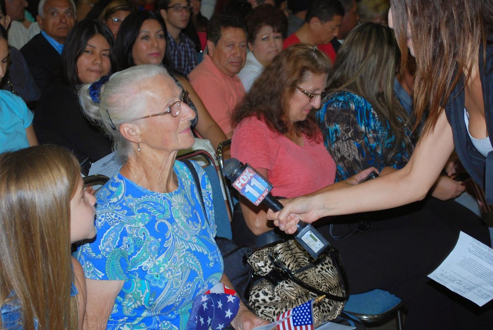 Un medio noticioso de Los Ángeles entrevista a Helga Basses acerca de su travesía y de la ocasión especial. Vea el reportaje aquí.
