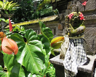 Balinese, Poleng cloth, black and white, balance, good and evil